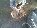 привариваем лепестки с внутренней стороны колеса.
